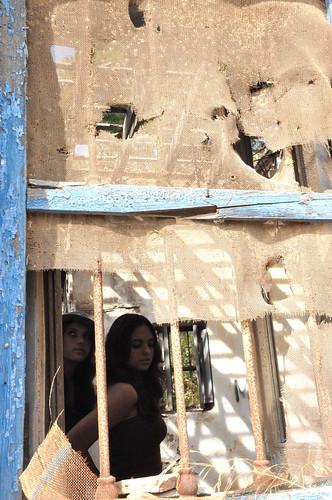 Perdidas tras la ventana by Marian Saiz