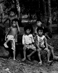 Children in Beng Mealea (katsuurayu) Tags: children cambodia  bengmealea  canon7d