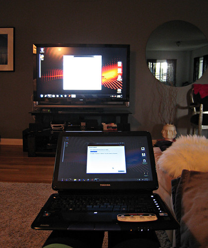 WiDi+Toshiba laptop+viewing my computer on my HDTV+living room