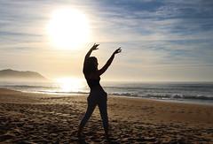 Renata Lopes (brenafritzen) Tags: beach praia ensaio fotografia photography photoshoot summer sun ocean sea dance sillouette surf bikini sand shell free fresh salty waves