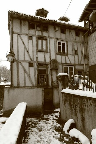 Old rickety building in Limoges...