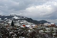 Paisajes en la nieve (Urugallu) Tags: canon nieve pueblo asturias montaña gijon xixon asturies aldea thesuperbmasterpiece vosplusbellesphotos urugallu toma15