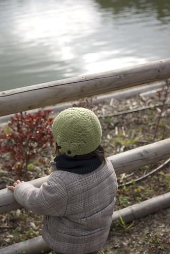 池を眺める