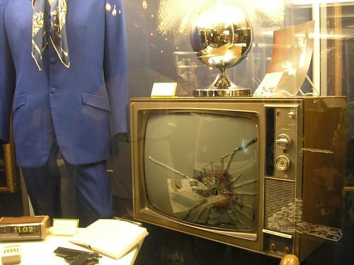 elvis-shot-up-tv-792381