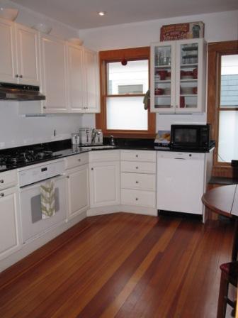 Eat-in Gourmet Kitchen/A Well-Lit Kitchen
