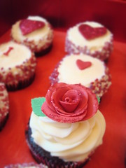 Valentine cupcakes - single red rose & glitter...