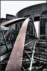 (iPh4n70M) Tags: bridge light paris france frank photography la photo nikon photographer photographie tunnel ladefense photograph tc gateway pont nikkor defense hdr dfense photographe passerelle kupka tcphotography ph4n70m iph4n70m tcphotographie