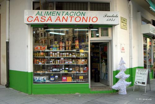 """Tienda de alimentación """"Casa Antonio"""", en la Avenida de Carlos III."""