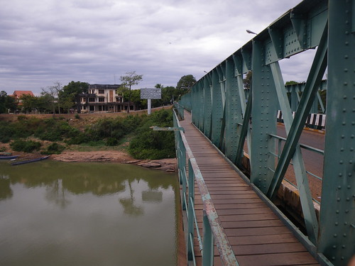 Pakxe bridge to airport
