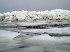 Kruiend ijs IJsselmeer (NLHank) Tags: winter holland ice netherlands friesland ijsselmeer 2010 ijs februari kust warns gaasterland schotsen oudemirdum ijsschotsen ijsselmeerkust kruiend