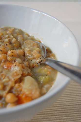 chickpeas and petit épautre soup