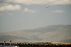 Low Flying Plane? (nope327 / Kyle) Tags: airplane hawaii random places cameras 2010 honoluluhi earlywinter oahuhi waikikihi nikond700 nope327 nikon8020028afd tamron14spprotc wwwkyledurigancomblog wwwkyledurigancom