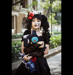new generation - China (© Tatiana Cardeal) Tags: guangzhou china urban digital dark model asia cosplay chinese guangdong teenager cosplayer 中国 tatianacardeal dailylife 2009 canton 中國 cantão shamian 广州市区