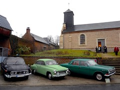 Sortie de messe,  Montigny-sur-l'Hallue ? (xavnco2) Tags: cars church gaz common glise classiccars volga picardie tatra wartburg somme gavap montignysurlhallue dgommage