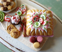Miniature Food - Pink and Green Birthday Tray #1 (PetitPlat - Stephanie Kilgast) Tags: birthday party cake kids miniatures cookie candy handmade fake polymerclay fimo cupcake tray minifood lollipop candycane 112 anniversaire dollhouse miniaturefood fauxfood miniaturen oneinchscale dollsshouse petitplat stephaniekilgast