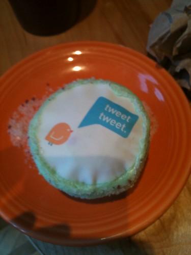 Ticing Tweet cupcake