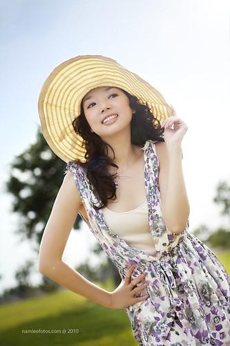 hình chân dung thời trang ngoài trời - model Laura Lai