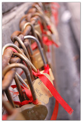 In march,yes...we only have 10 days together.But no matter...we can live a lifetime in each moment... (天下皆知美之为美) Tags: padlock inlove onthegreatwall