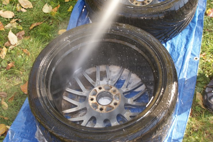 RX7 wheels rinse close up