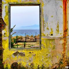 Frayed Beach (Osvaldo_Zoom) Tags: italy beach window wall canon seaside sicily calabria frayed g7 messinastrait