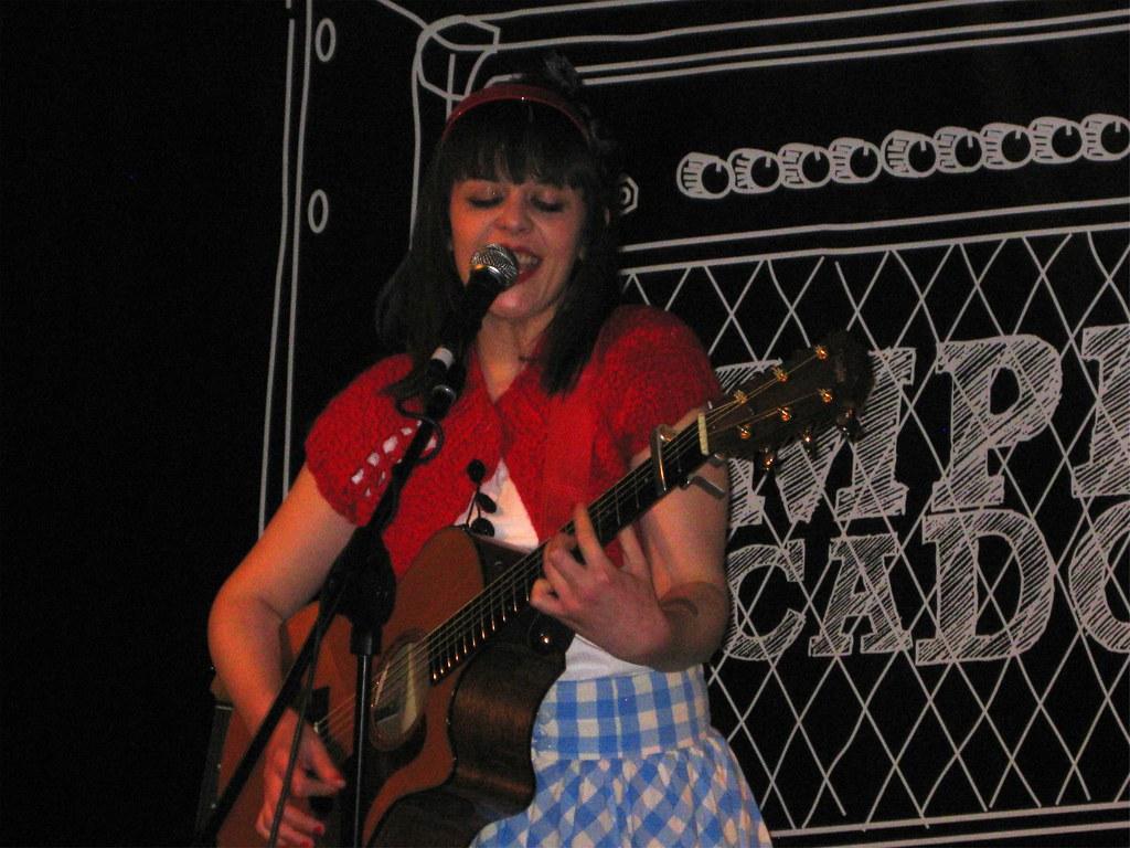 Amplificados: Olivia de Happyland en el Espacio Hall del Teatro Lara