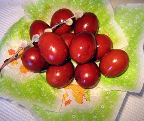 Lieldienu oliņas - vārītas sīpolu mizās