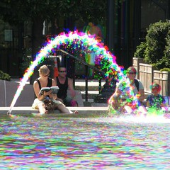 (Harris Shutter) National Mall Fountain Scene (Thiophene_Guy) Tags: blue red motion blur color green water fountain colors pool yellow dc washington rainbow movement colours jet cyan magenta nationalgallery capitol shutter nationalmall harris splash sculpturegarden dynamism originalworks internalframe harrisshutter sp550uz harrisshuttereffect thiopheneguy internalframing thsfeset