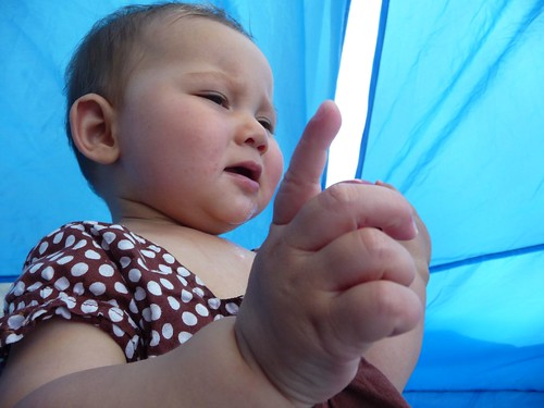 baby pointing.