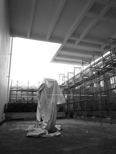 一樓中庭的不知名雕像