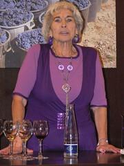 L'Àngela Ballart, una Jove figuerenca de més de vuitanta anys explicant el compte del Rei que tenia el nas vermell