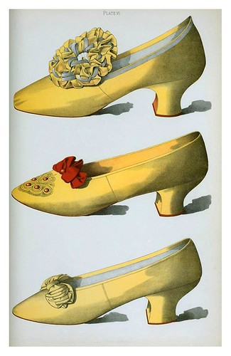 024-Dos zapatos de raso amarillo el primero usado en escena de la actriz de Miss Ada Cavendish y un zapato de color paja-Ladies' dress shoes of the nineteenth century-1900-Greig T. Watson