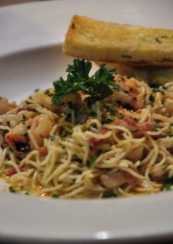Shrimp in Garlic and Olive Oil Pasta
