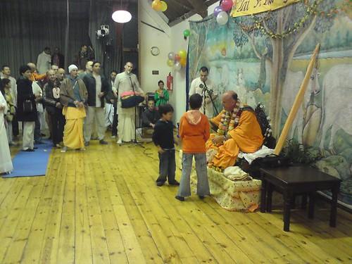 Indradyumna Swami Vyasa puja in UK 2010 -0014 por ISKCON desire  tree.