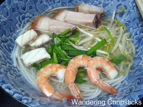Bun Nuoc Leo Soc Trang (Vietnamese Rice Vermicelli Noodle Soup in Savory Broth with Fish, Roast Pork, and Shrimp) 2