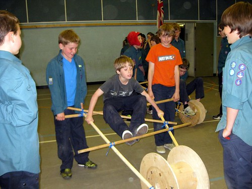 20100507 Scouts build chariots