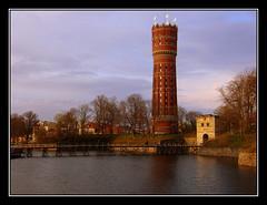 Torre del agua. Kalmar. Sweden (afc07) Tags: plaza tower water bike square agua farola sweden watertower bici torn sverige torg vatten suecia kalmar mainsquare vattentorn torredelagua afc07