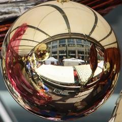 Festumzugswagen (diwan) Tags: city canon ball germany geotagged deutschland eos mirror place spiegel magdeburg crop stadt 2010 kugel stadtfest distort pfingsten whitsun saxonyanhalt sachsenanhalt verzerrt revers cityfestival canoneos450d seitenverkehrt geo:lon=11635810 geo:lat=52130380