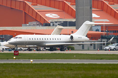 N81ZZ - 9020 - Private - Bombardier BD-700-1A10 Global Express - Luton - 100414 - Steven Gray - IMG_9868