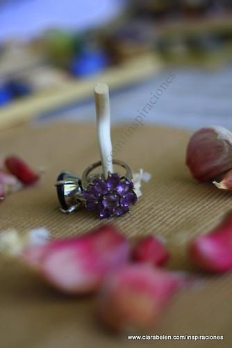Manualidades: Un anillero realizado con la cabeza de un ajo.