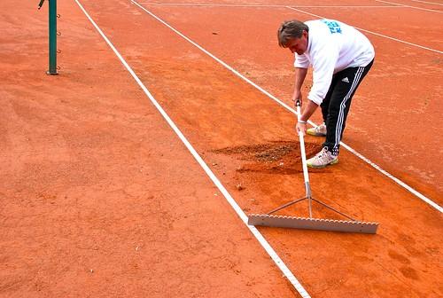 Vorbereitungsarbeiten Tennis in Bad Kleinkirchheim