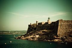 (marcos rv) Tags: espaa de la mar spain san corua may galicia galiza mayo anton vignetting castillo maio spagna maggio 2010 oceano galizia vieteado