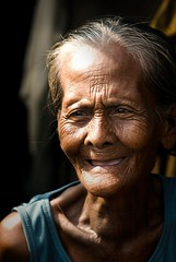 tuwa ni nanay (jobarracuda) Tags: smile grandmother philippines joy mother lola saya pilipinas nanay tondo tuwa jobarracuda jojopensica pensica manilaulingan