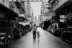 (ww__) Tags: old streets rollei father daughter po 40 28 kowloon shum shui sonnar 35s