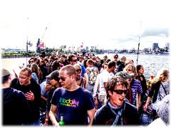 [HDR] das boot - 12. Juni 2010 ~ Hamburg/Elbe - bunte Hafenrundfahrt mit der Classic Queen (Udo Herzog) Tags: hamburg ~ hdr elbe 2010 luminance dasboot qtpfsgui mantiuk classicqueen