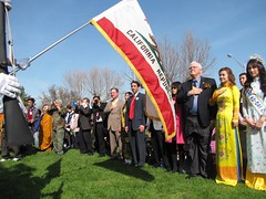 Viet Flag Raising01_thumb
