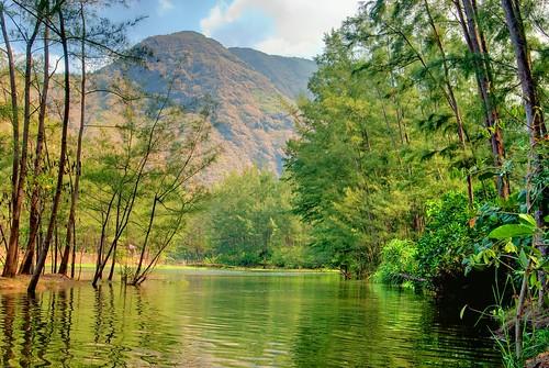 anawangin river