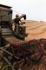 Class Mercury (riclip) Tags: mercury harvest class combine cutting 1980 fujicast605 stokegoldington
