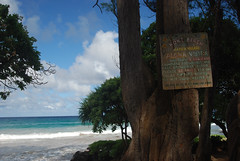 koki beach sign (ethanjs69) Tags: ocean beach hawaii waves maui kokibeach hamoavillage