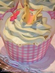 """Cupcake de baunilha com glace de cha' verde (Sweet Carolina """"The Art of Cake"""") Tags: wedding cookies cake brasil design cupcakes saopaulo casamento doces bolos lembrancinhas minibolos sweetcarolina"""