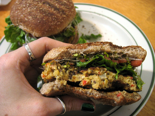 recipe-roasted_pepper_veggie_burger_photo_11